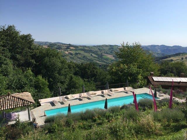 Agriturismi-con-piscina-a-Modena-Due-Papaveri