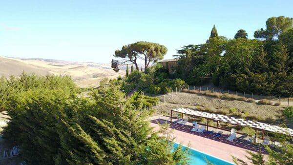 Agriturismo-Antico-Feudo-San-Giorgio-a-palermo-con-piscina