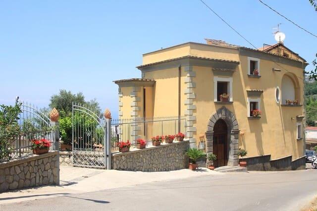 Agriturismo-di-Avellino-Antico-casale-Colli-di-San-Pietro