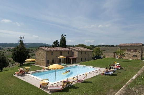 Agriturismo-toscana-con-piscina-San-Carlo