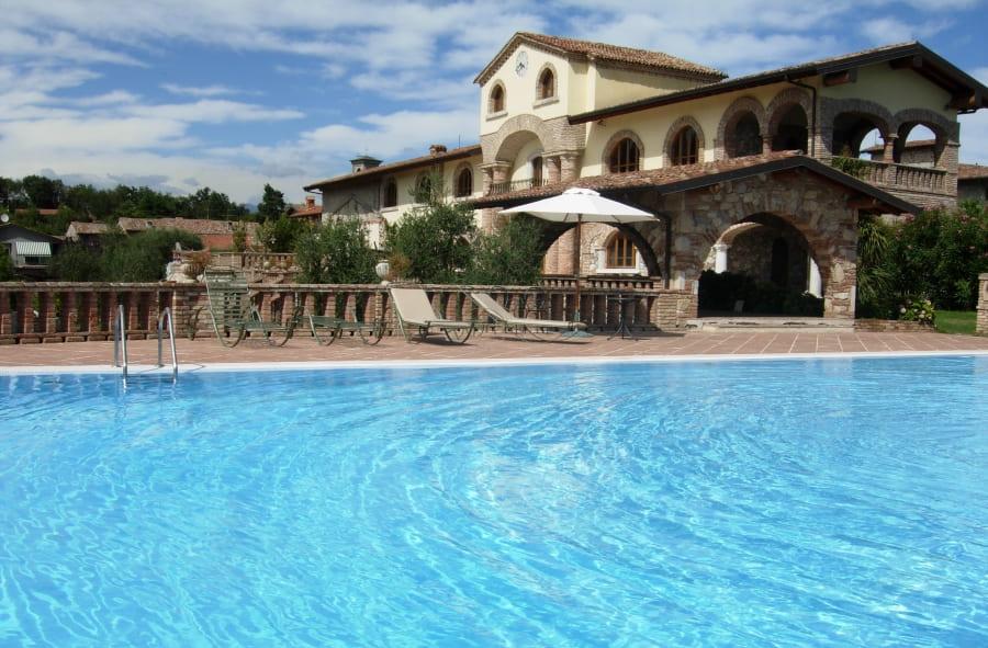 agriturismi-con-piscina-in-Lombardia