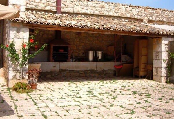 Agriturismo-Casale-del-Benessere-a-Ragusa
