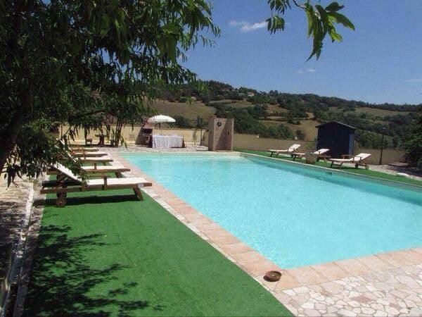 Agriturismo-Castelsenese-Umbria-con-piscina