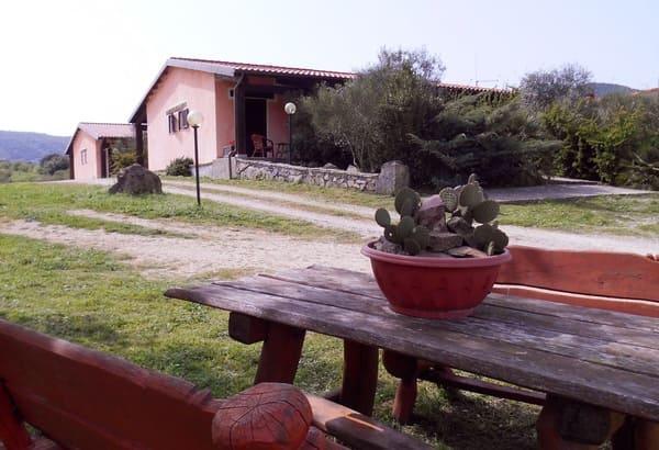 Agriturismo-Chessa-Pedru-Caddu-con-piscina-in-Sardegna