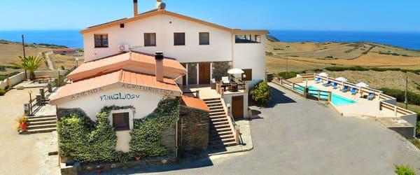 Agriturismo-Finagliosu-con-piscina-in-Sardegna