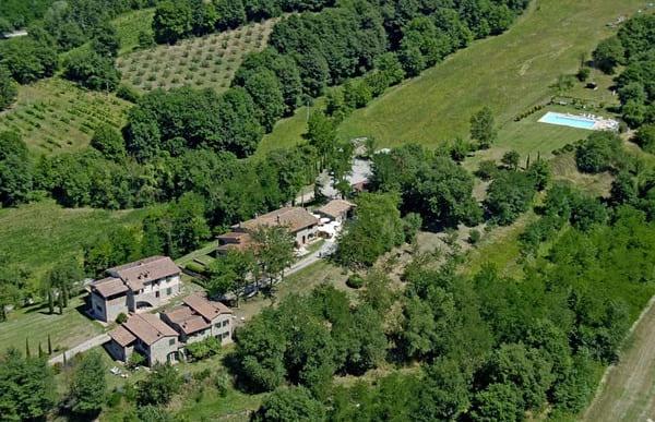 Agriturismo-I-Gergoni-in-Umbria-con-piscina