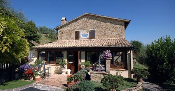 Agriturismo-Il-Corbezzolo-in-Umbria-con-piscina