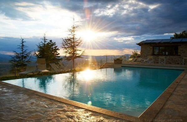 Agriturismo-Le-Mandrie-di-San-Paolo-in-Umbria-con-piscina