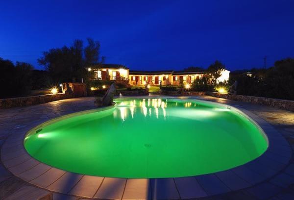 Agriturismo-Salmarina-con-piscina-in-Sardegna
