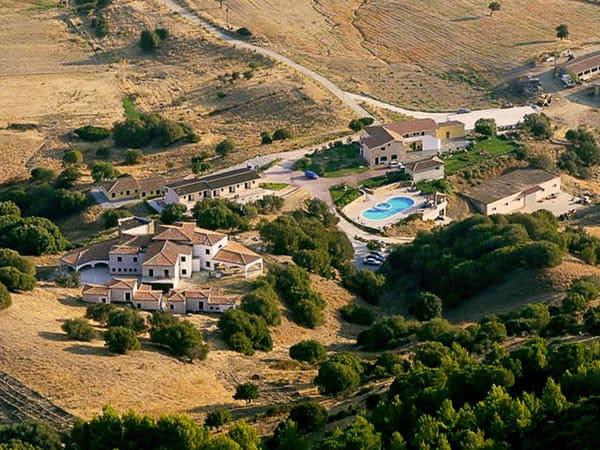 Agriturismo-Su-Vrau-con-piscina-in-Sardegna