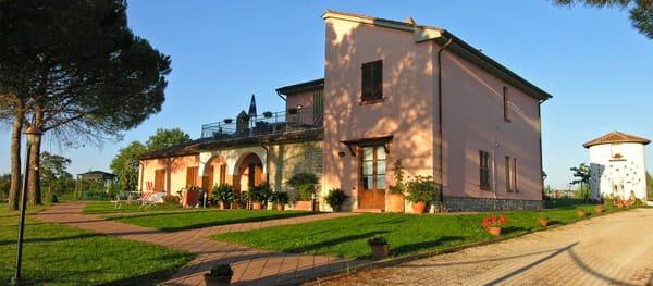 Agriturismo-Terreumbre-con-piscina-Umbria